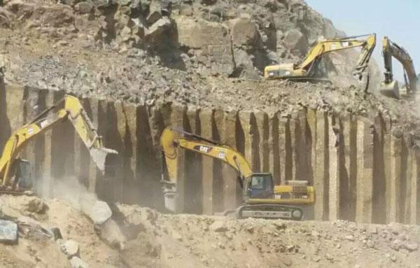 蒙古黑矿山展示
