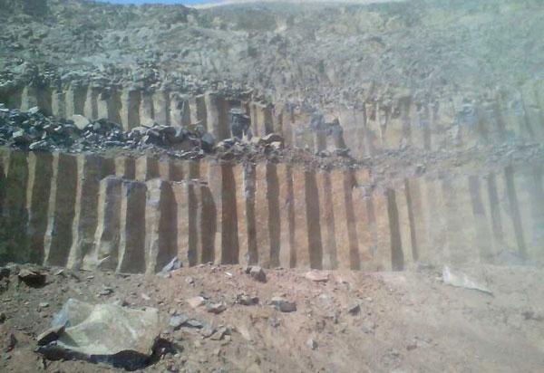 蒙古黑矿山图片