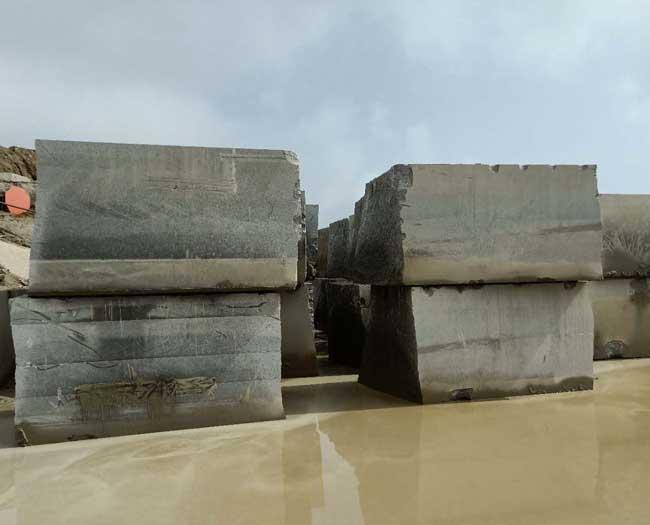 易县黑矿山荒料实拍图